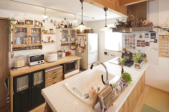 愛着ある家具や美しい素材に囲まれた住まい